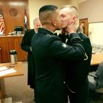 Il bacio dei due militari americani e l